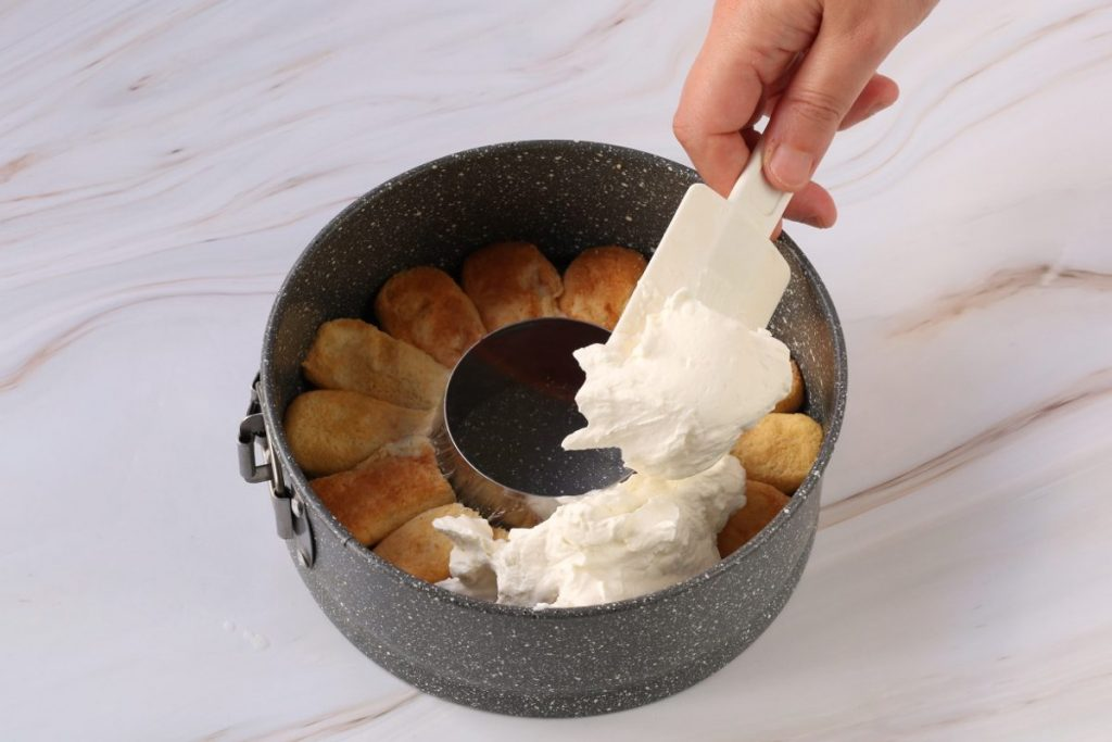 Sistemare la crema nello stampo