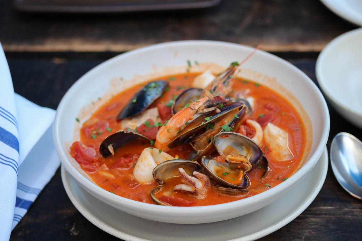 Brodetto di pesce: storia e varianti della zuppa regina dell'estate