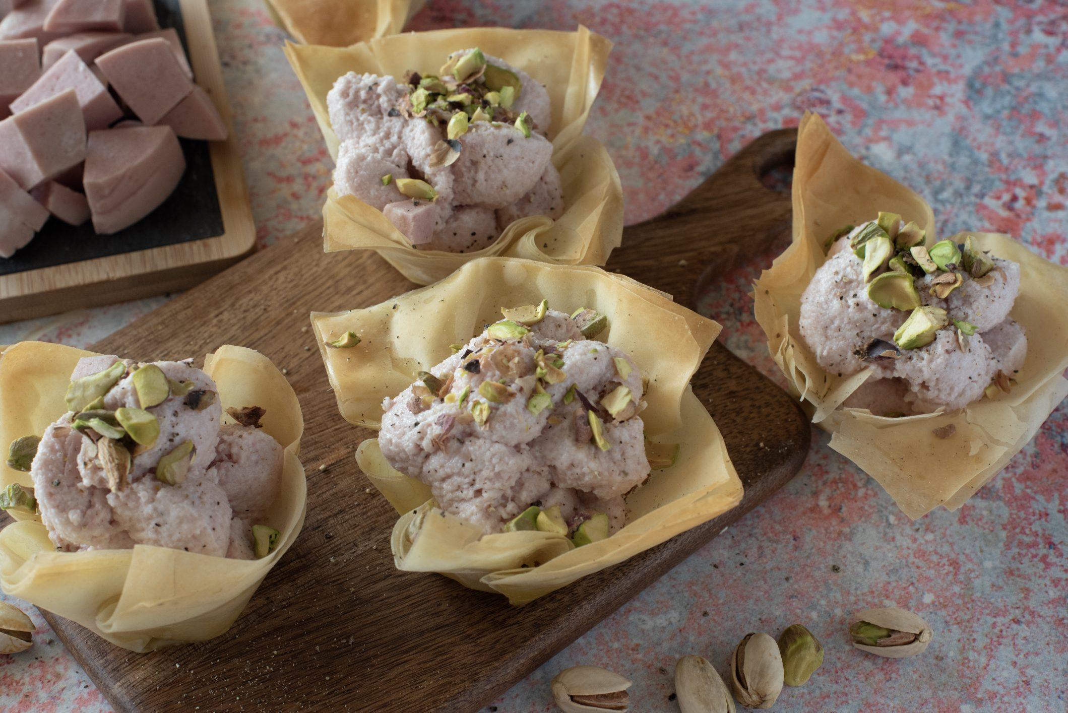 Cestini croccanti con mousse di mortadella: la ricetta dell'antipasto semplice e goloso