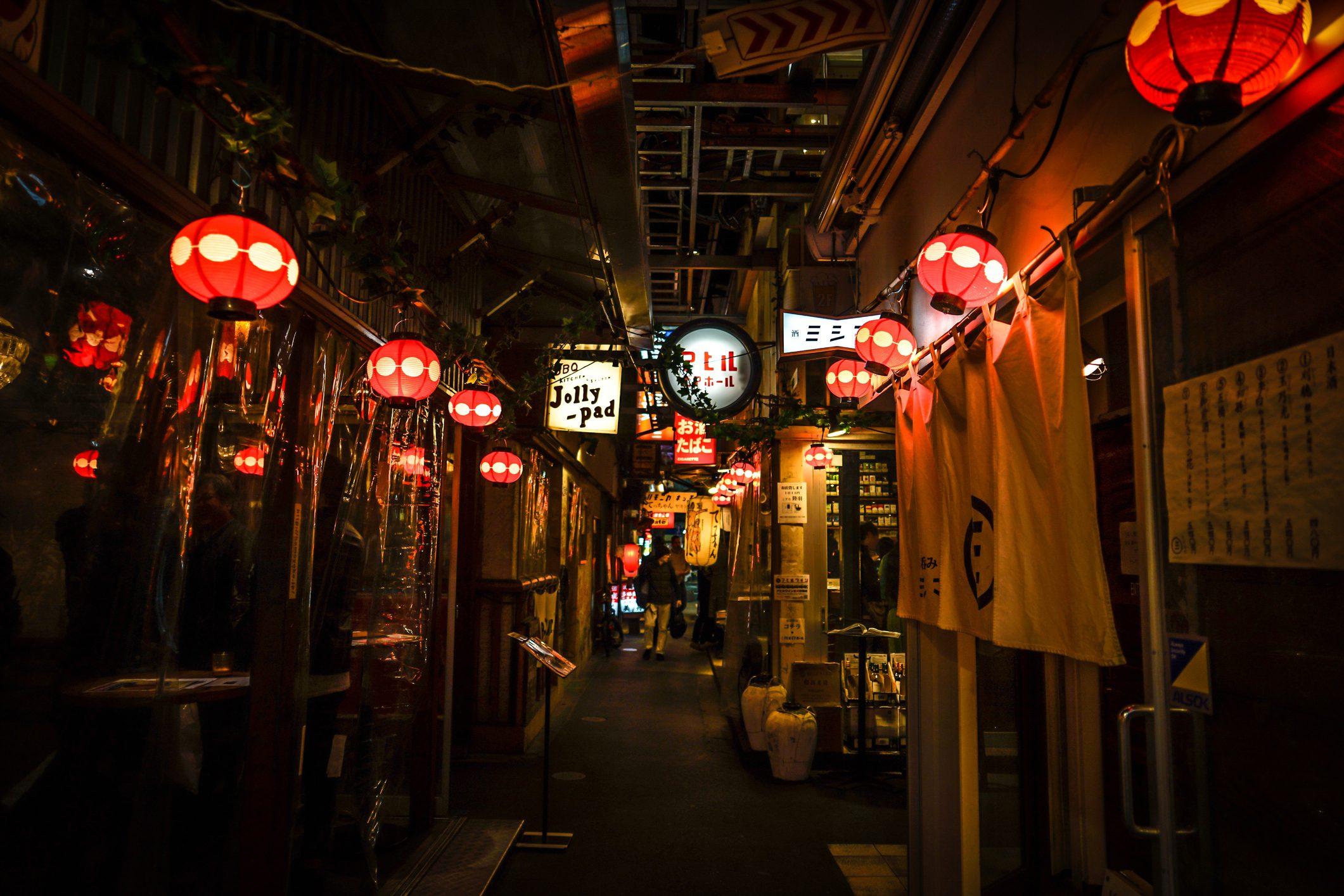 Cos'è l'Izakaya, il locale giapponese dedicato al divertimento