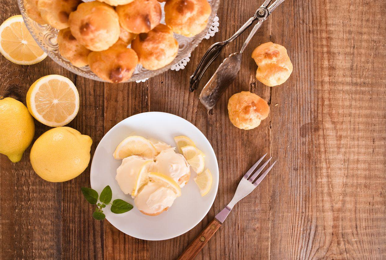 Profiteroles al limone: la ricetta di un dessert fresco e profumato per l'estate