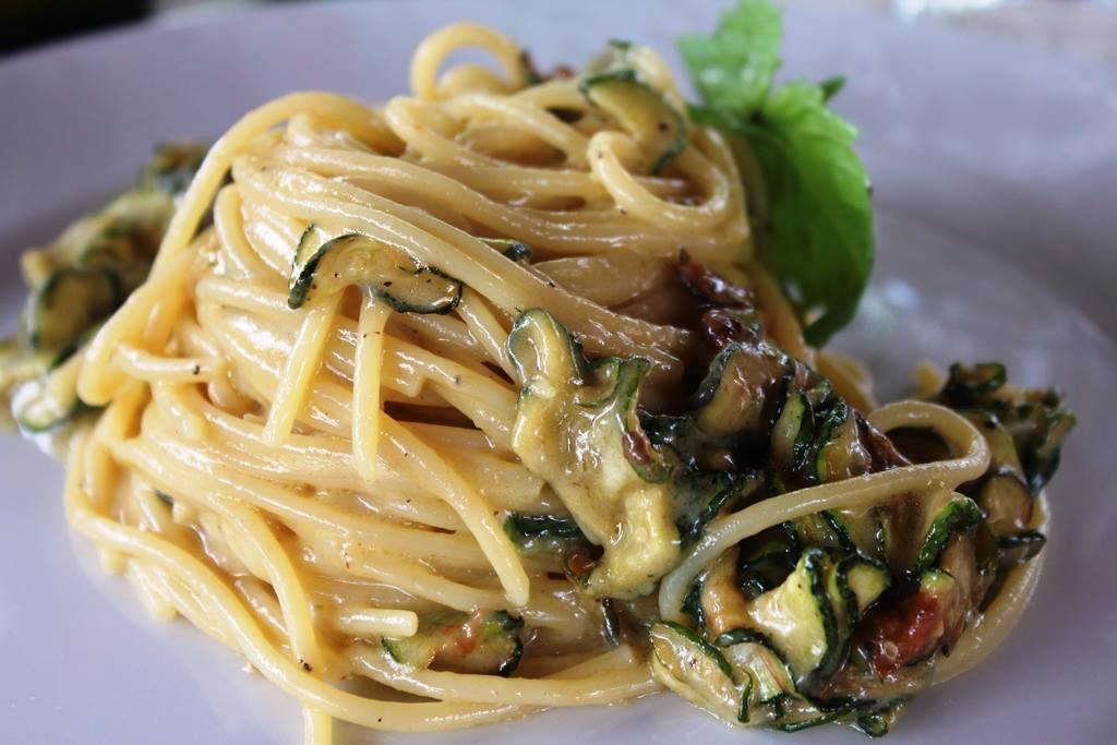 Piatti famosi con le zucchine: dalla parmigiana alla Nerano, le 11 ricette iconiche