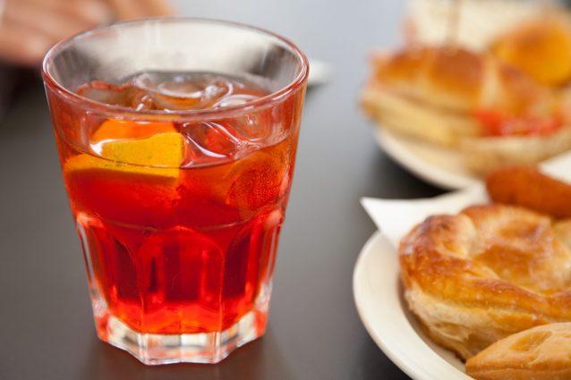 Ricetta Spritz Perfetto.Spritz La Ricetta Del Famoso Aperitivo Arancione Con Dosi E Ingredienti