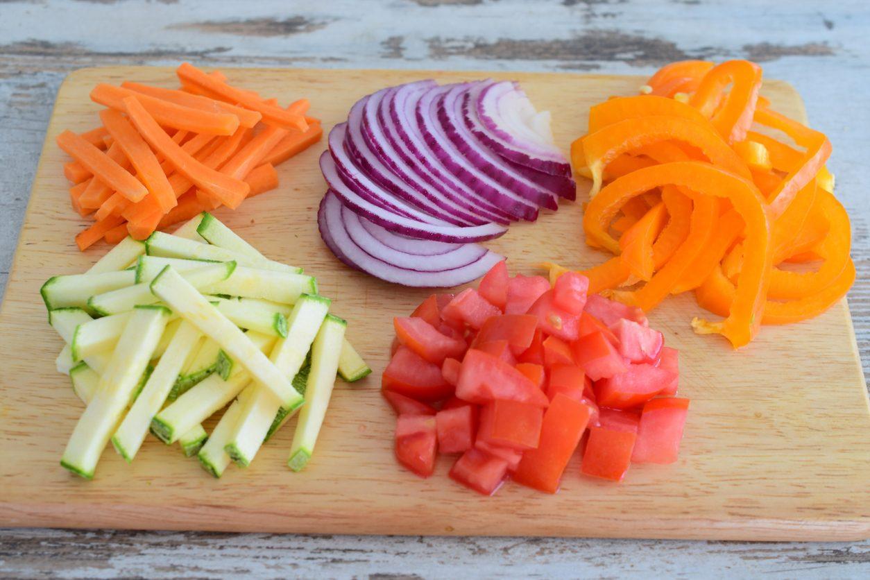 Julienne, concassé, brunoise: guida semplice ai tagli delle verdure
