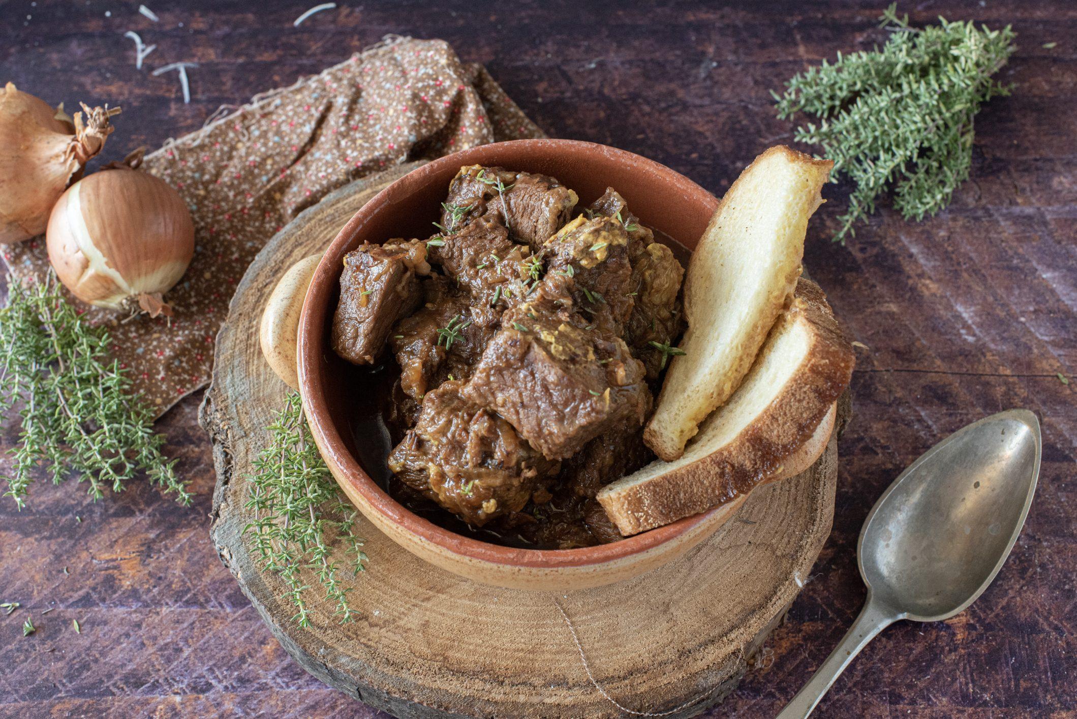Carbonade alla fiamminga: la ricetta dello spezzatino di carne morbido e succoso