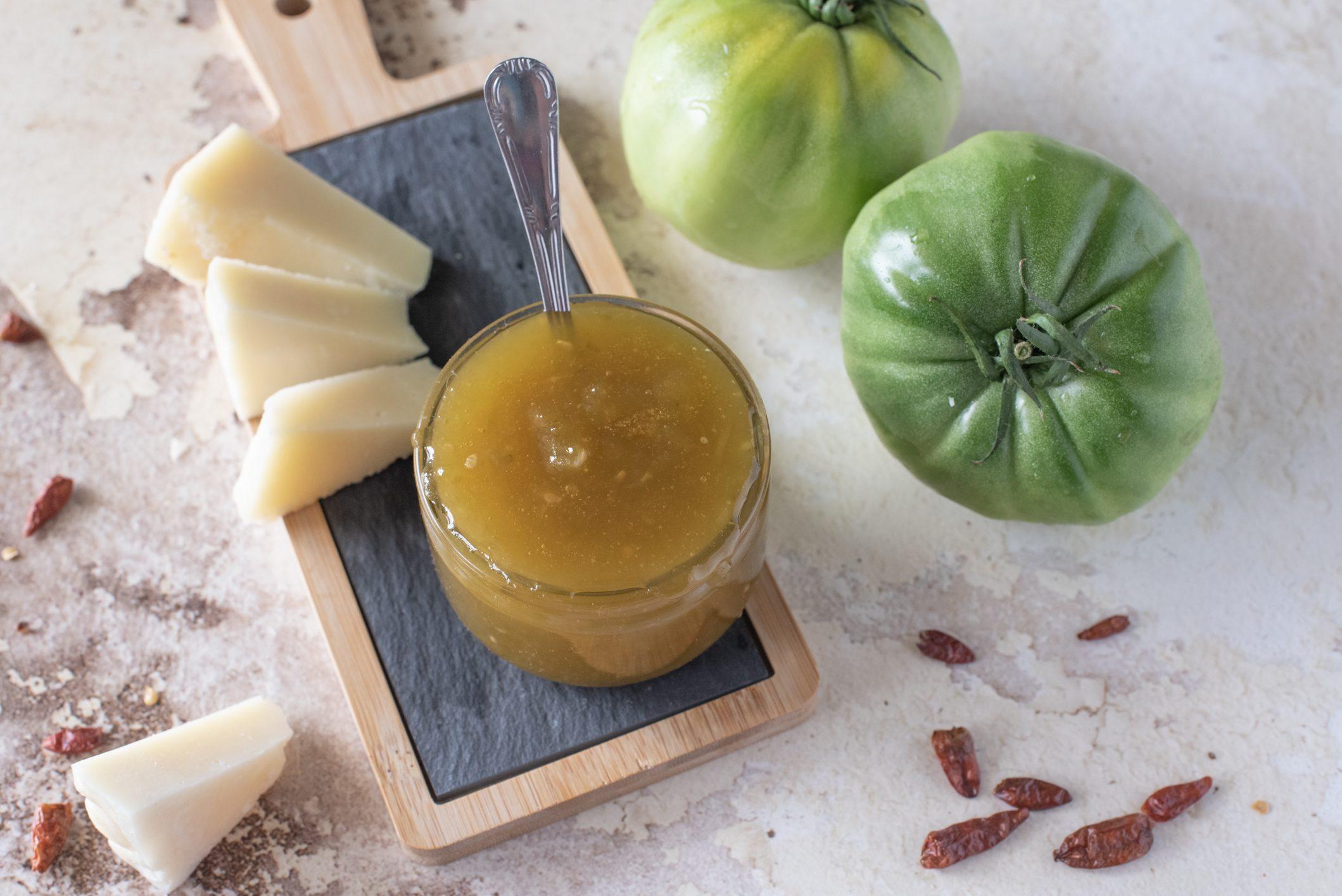 Confettura di pomodori verdi: la ricetta della salsa da accompagnare a carni e formaggi