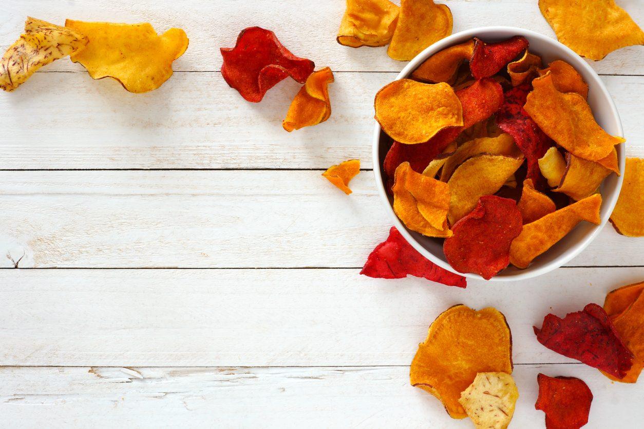 Cucinare con gli scarti: 7 modi per riciclare le bucce degli ortaggi creando nuove ricette