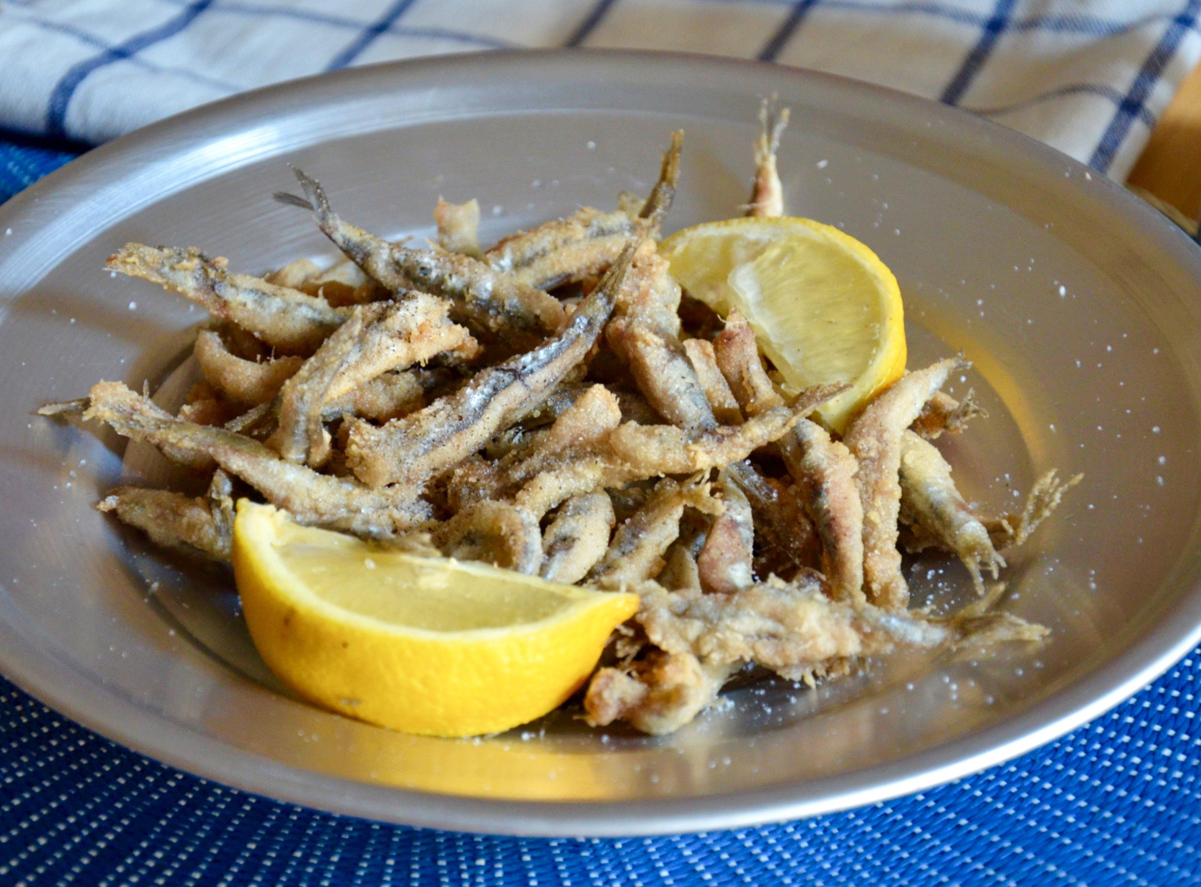 Alici fritte: la ricetta del fragrante piatto di pesce tipico della tradizione campana