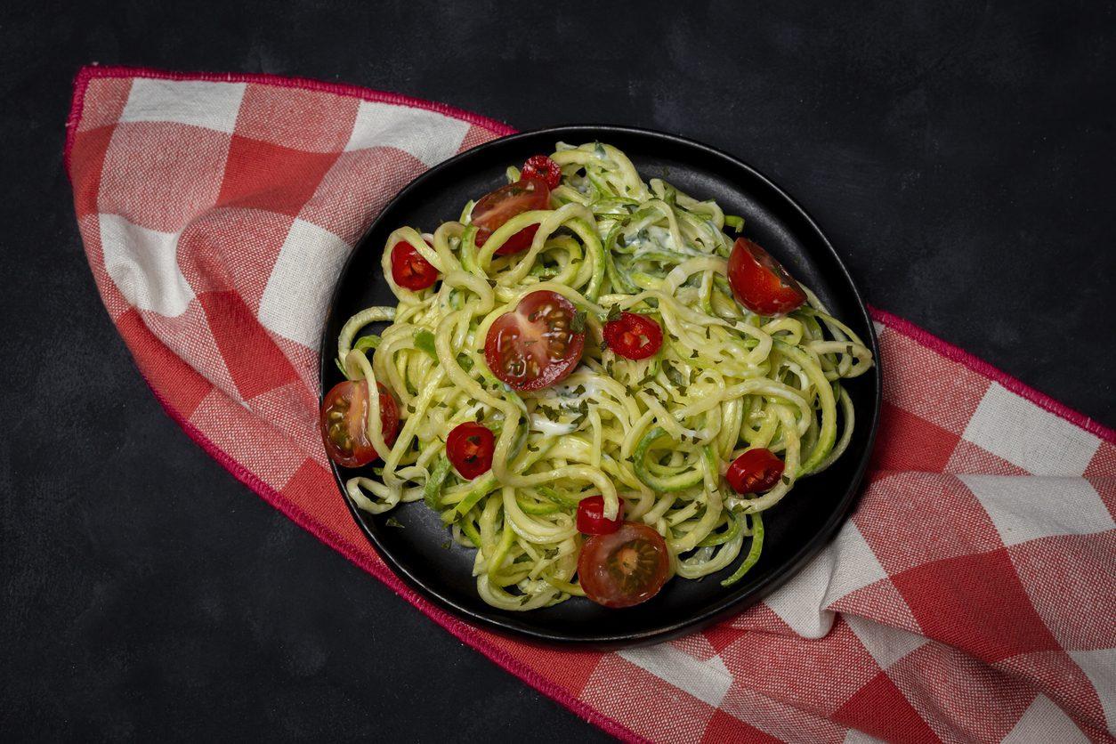 Pasta con i friggitelli: la ricetta del primo piatto semplice e gustoso con pomodorini
