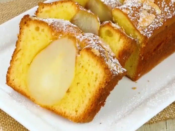 Plumcake alle pere: la ricetta del dolce soffice e scenografico con pere intere