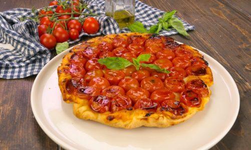 Tarte tatin ai pomodorini: la ricetta della torta salata rovesciata semplice e deliziosa