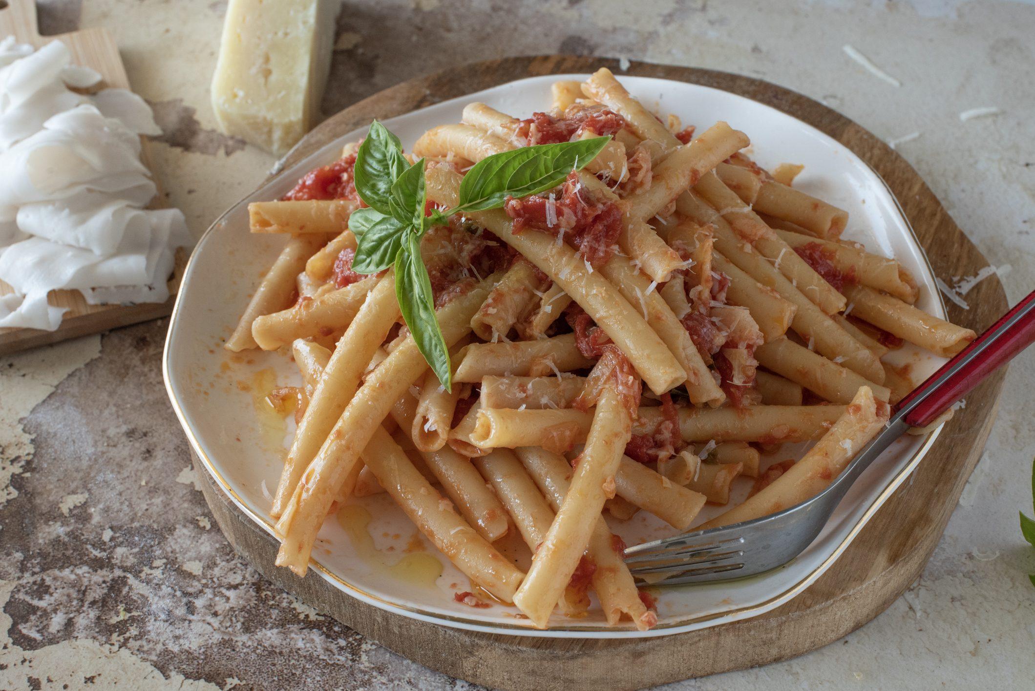 Ziti lardiati: la ricetta del piatto robusto e saporito della tradizione campana