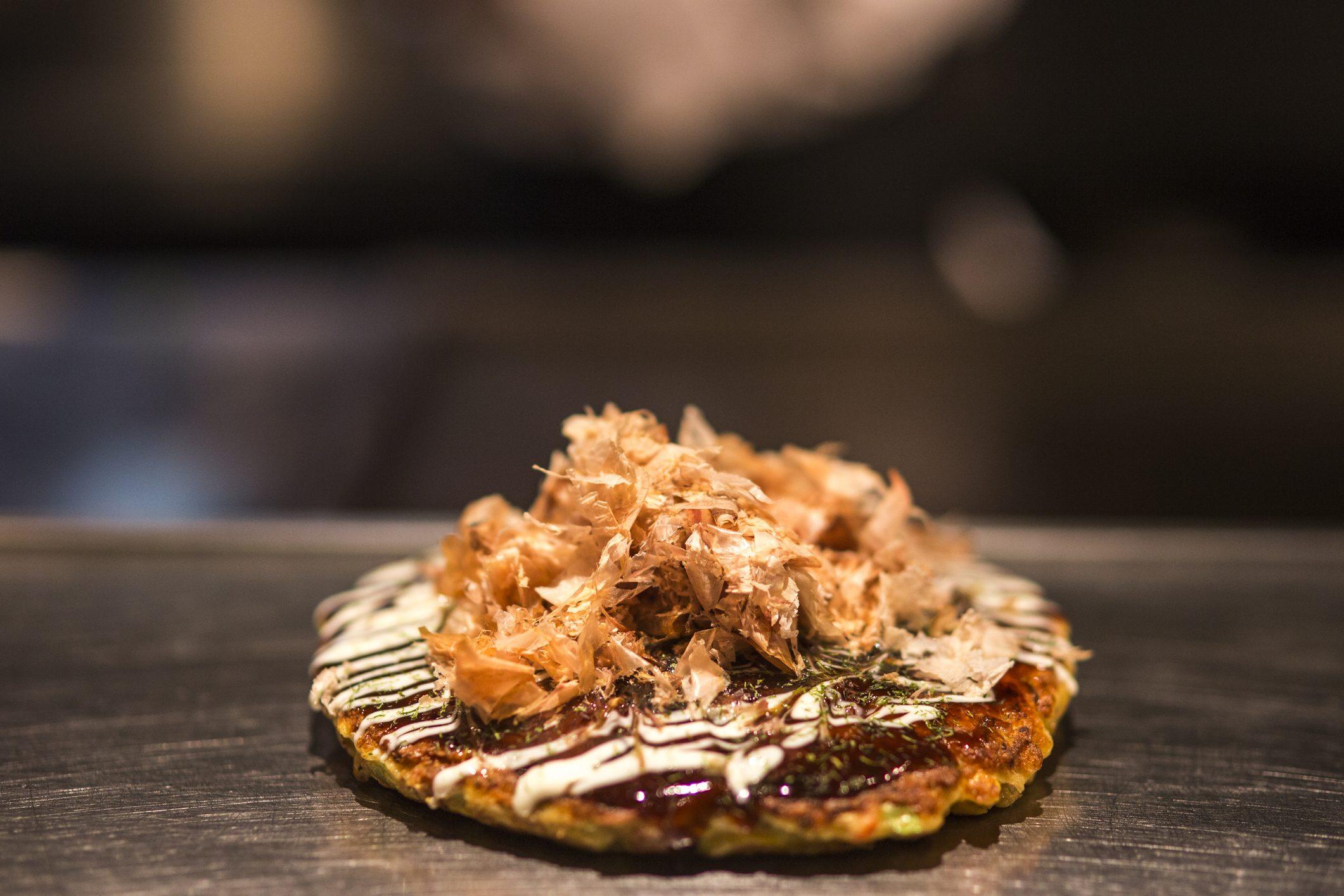 """Tutto sull'okonomiyaki, la celebre """"pizza"""" giapponese"""