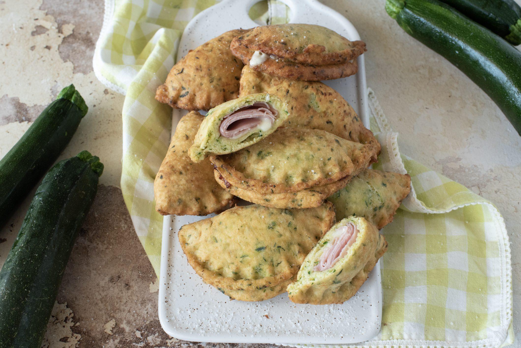 Panzerotti di zucchine: la ricetta dei calzoni originali e sfiziosissimi