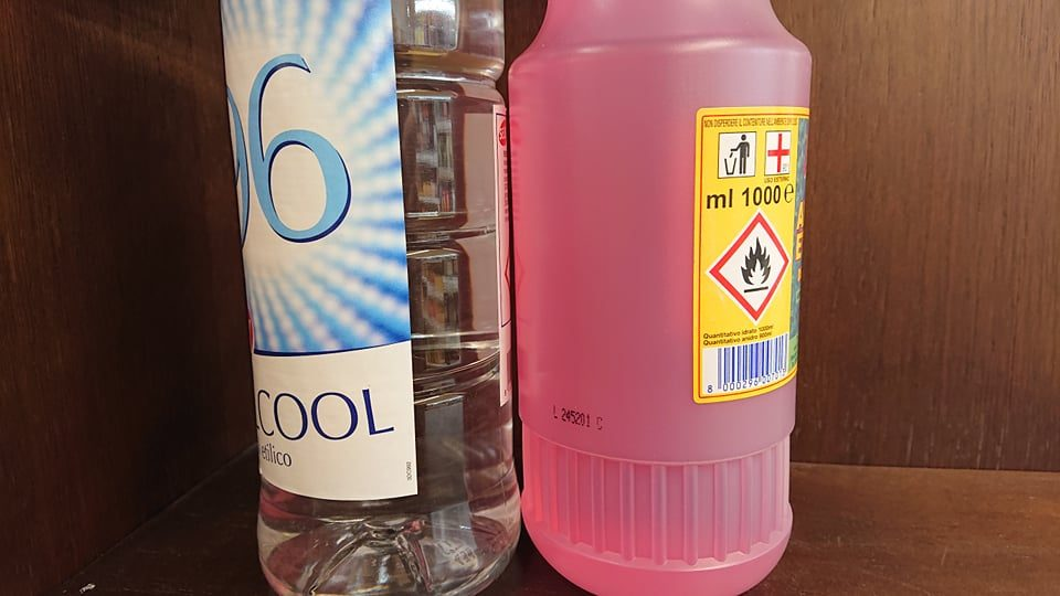 Che differenza c'è tra l'alcol che troviamo nei drink e quello usato per disinfettare?