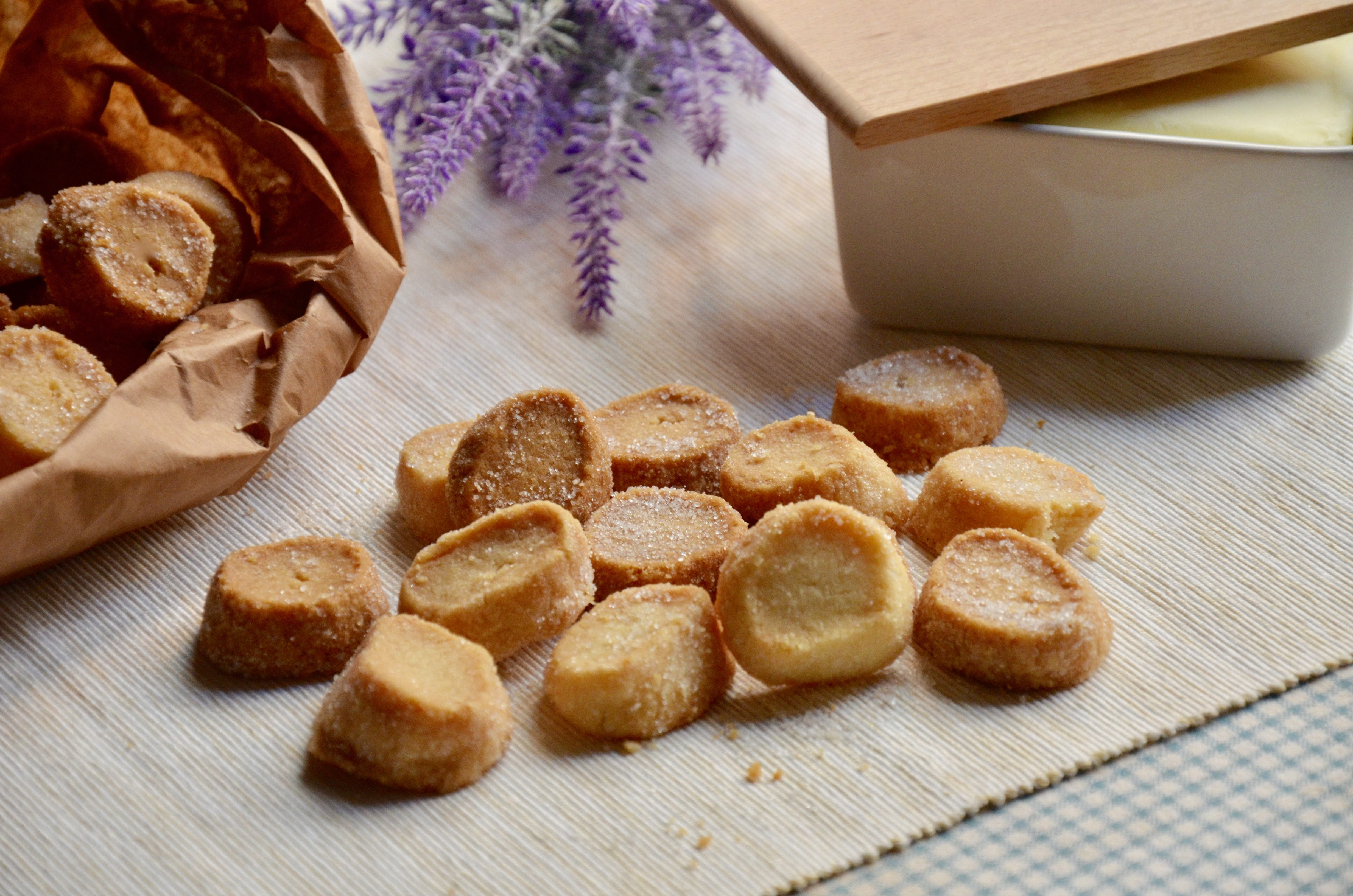 Biscotti sablés: la ricetta dei biscotti friabili e golosi da gustare all'ora del tè