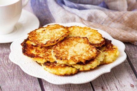 Frittelle di cavolo cappuccio: la ricetta dell'antipasto veloce e saporito
