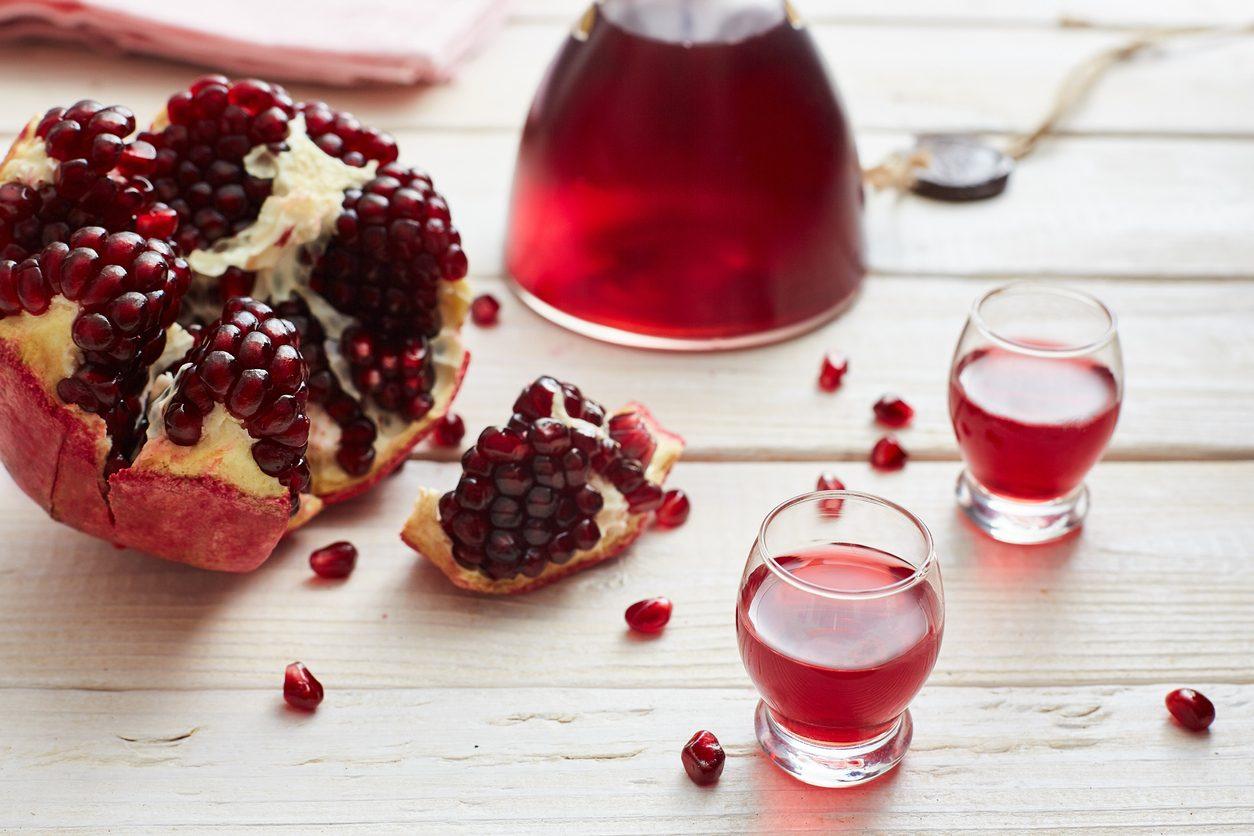 Liquore al melograno: la ricetta del liquore fatto in casa semplice e delizioso