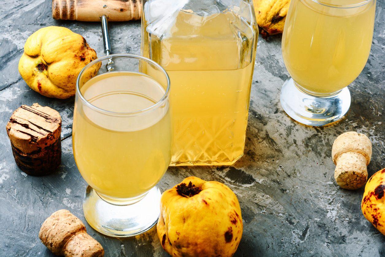 Liquore di mele cotogne: la ricetta del liquore digestivo semplice e profumato