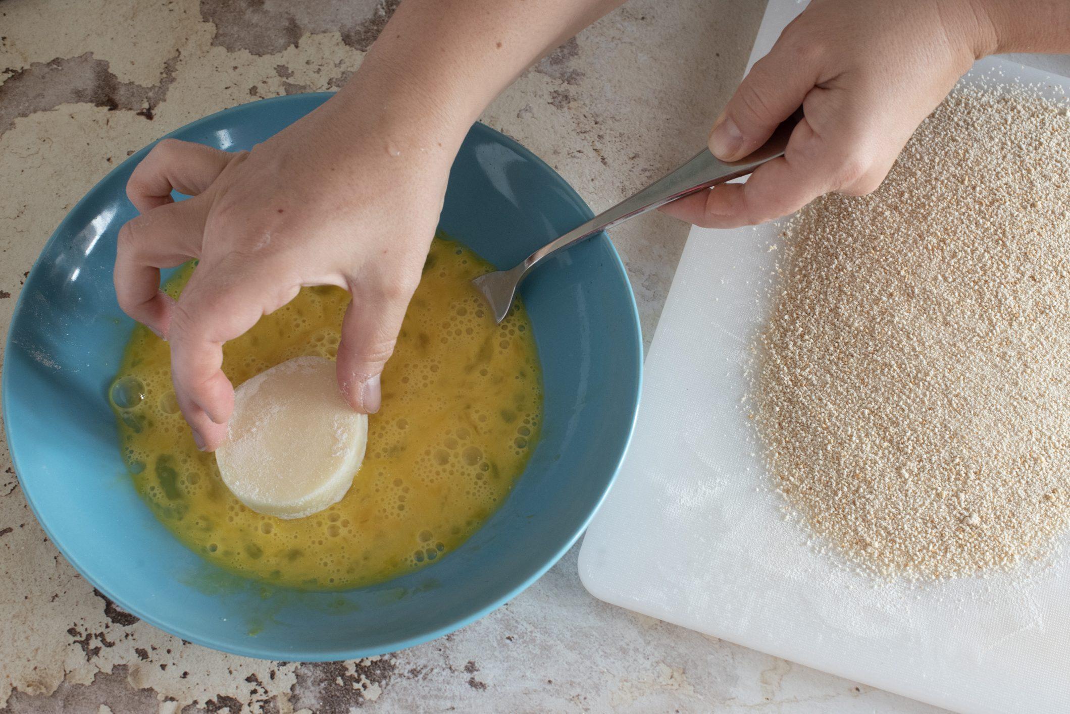 Medaglioni di formaggio fritto