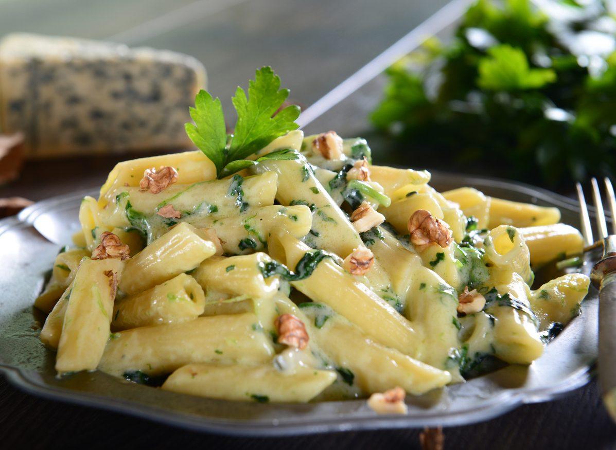 Pasta gorgonzola e noci: la ricetta del primo piatto cremoso con una nota croccante