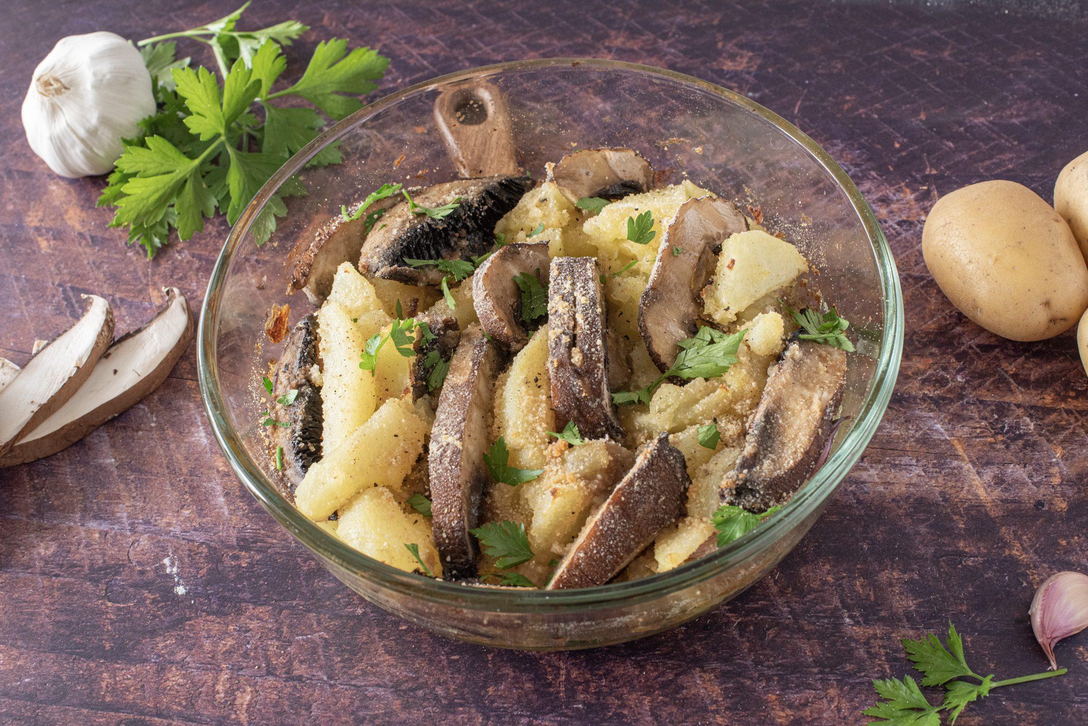 Funghi e patate al forno: la ricetta del contorno autunnale ricco di gusto