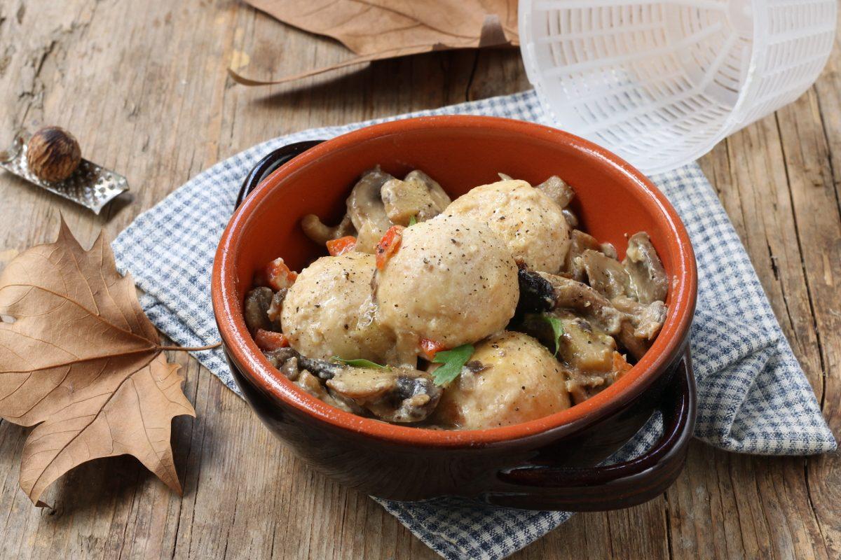 Polpette di ricotta con funghi: la ricetta del secondo vegetariano dal sapore autunnale
