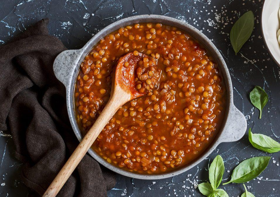 Ragù di lenticchie: la ricetta della variante vegana ricca e saporita