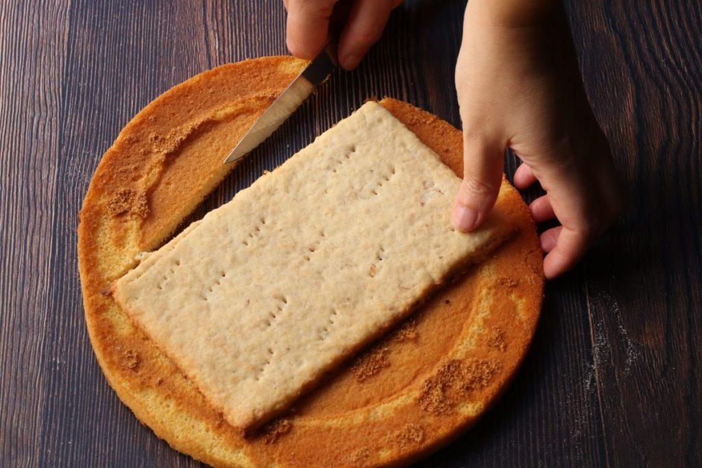 intagliare il Pan di Spagna
