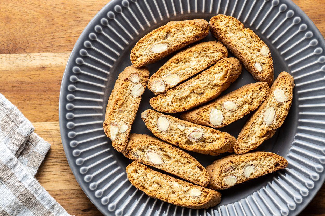 Tozzetti alle nocciole: la ricetta dei biscotti secchi tipici della tradizione laziale