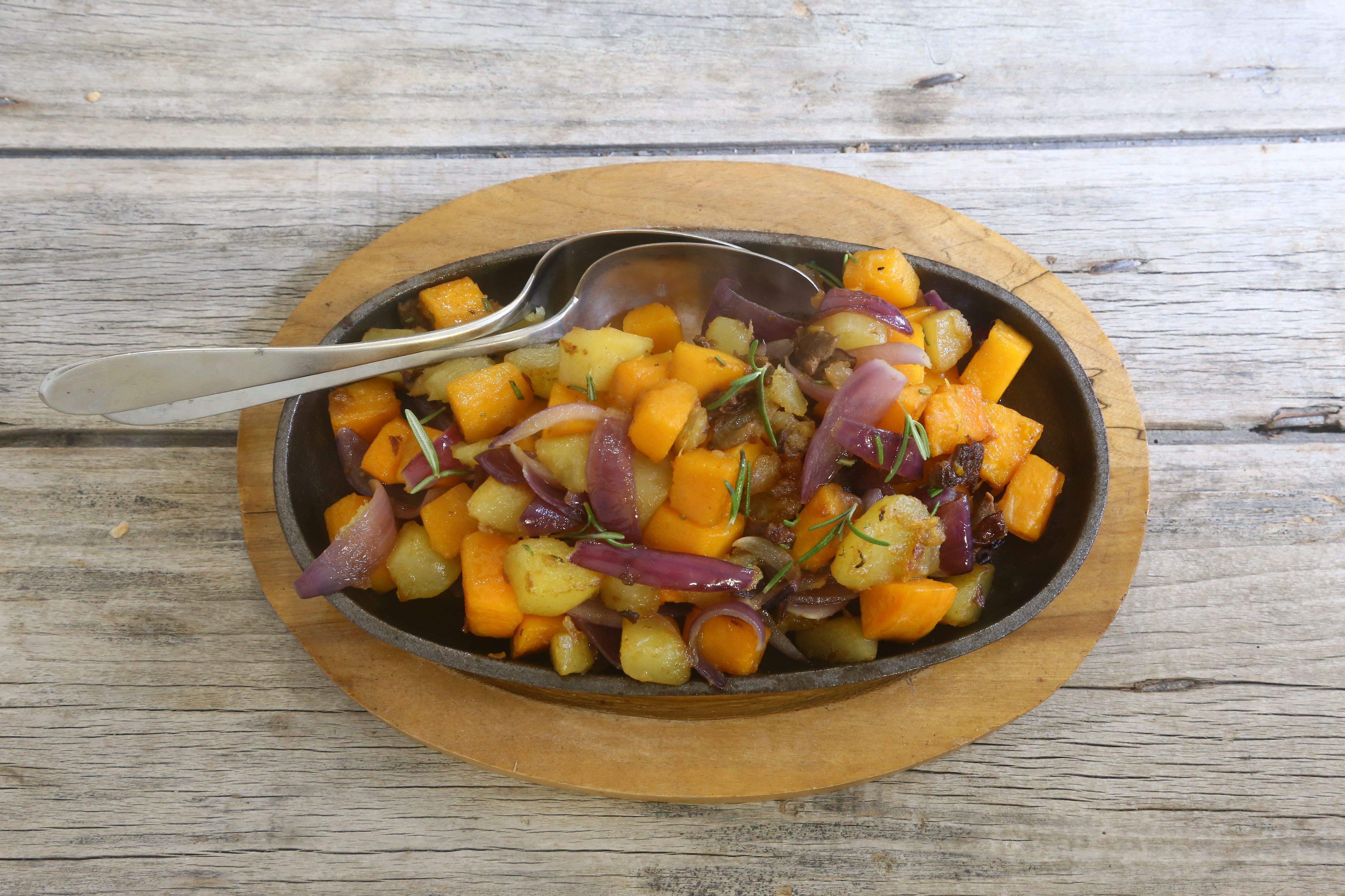 Zucca e patate in padella: la ricetta del contorno autunnale saporito e colorato