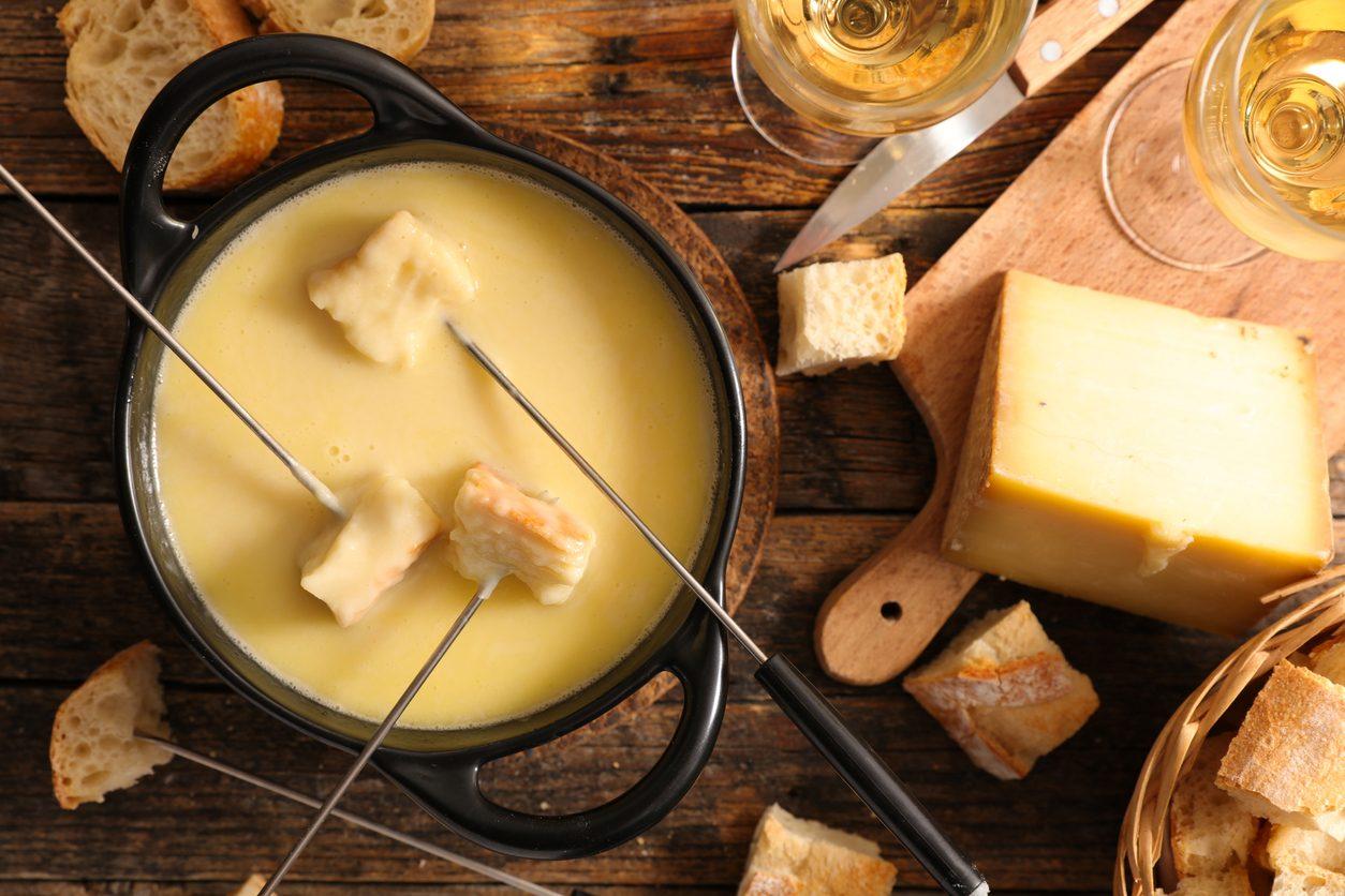Come abbinare il vino al formaggio fuso