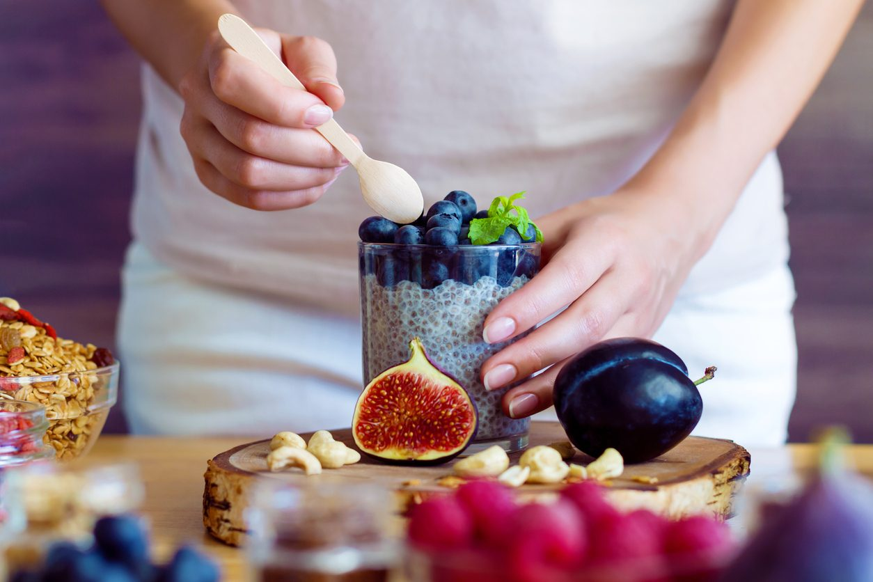 Combattere la stitichezza a tavola: 10 cibi amici dell'intestino