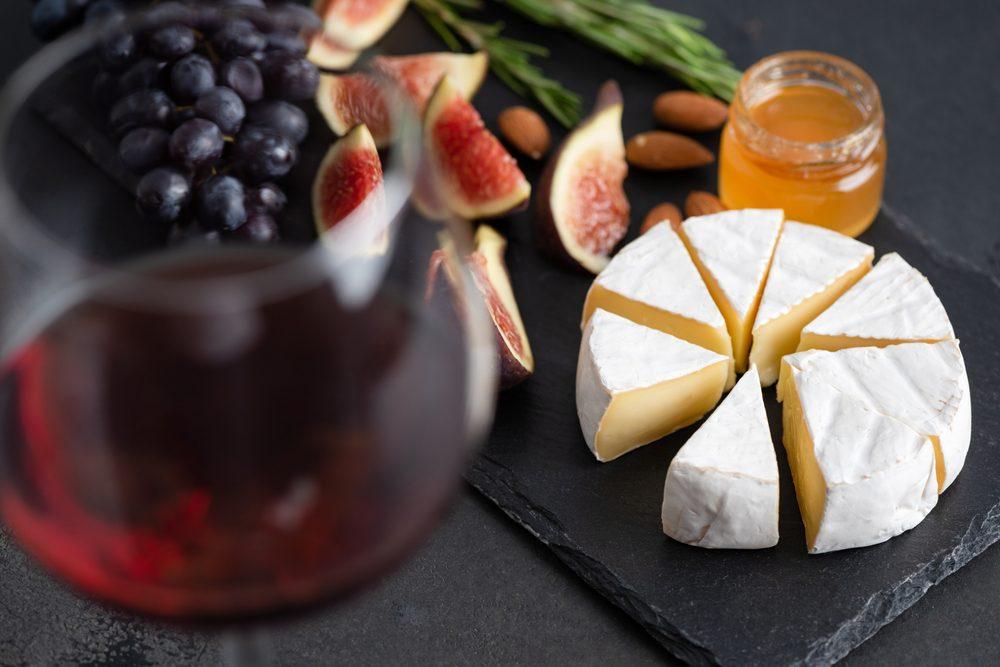 Come abbinare il vino al formaggio molle