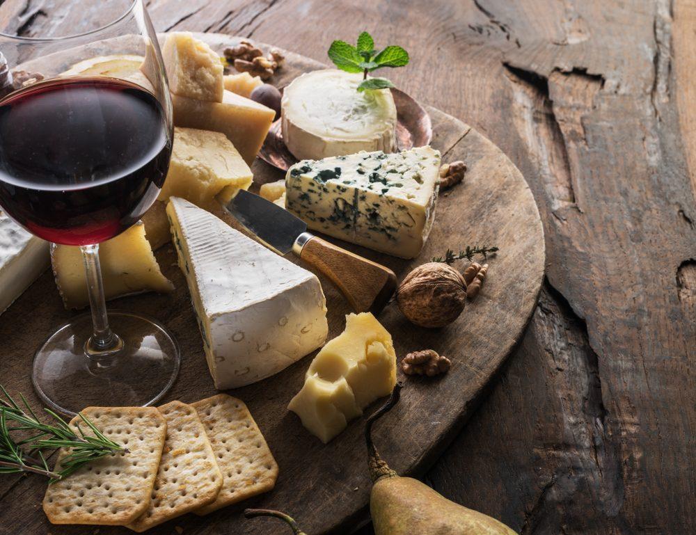 Come abbinare il vino al formaggio
