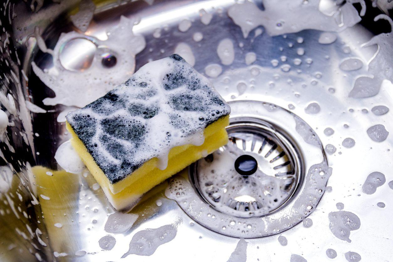 Come pulire la spugna da cucina