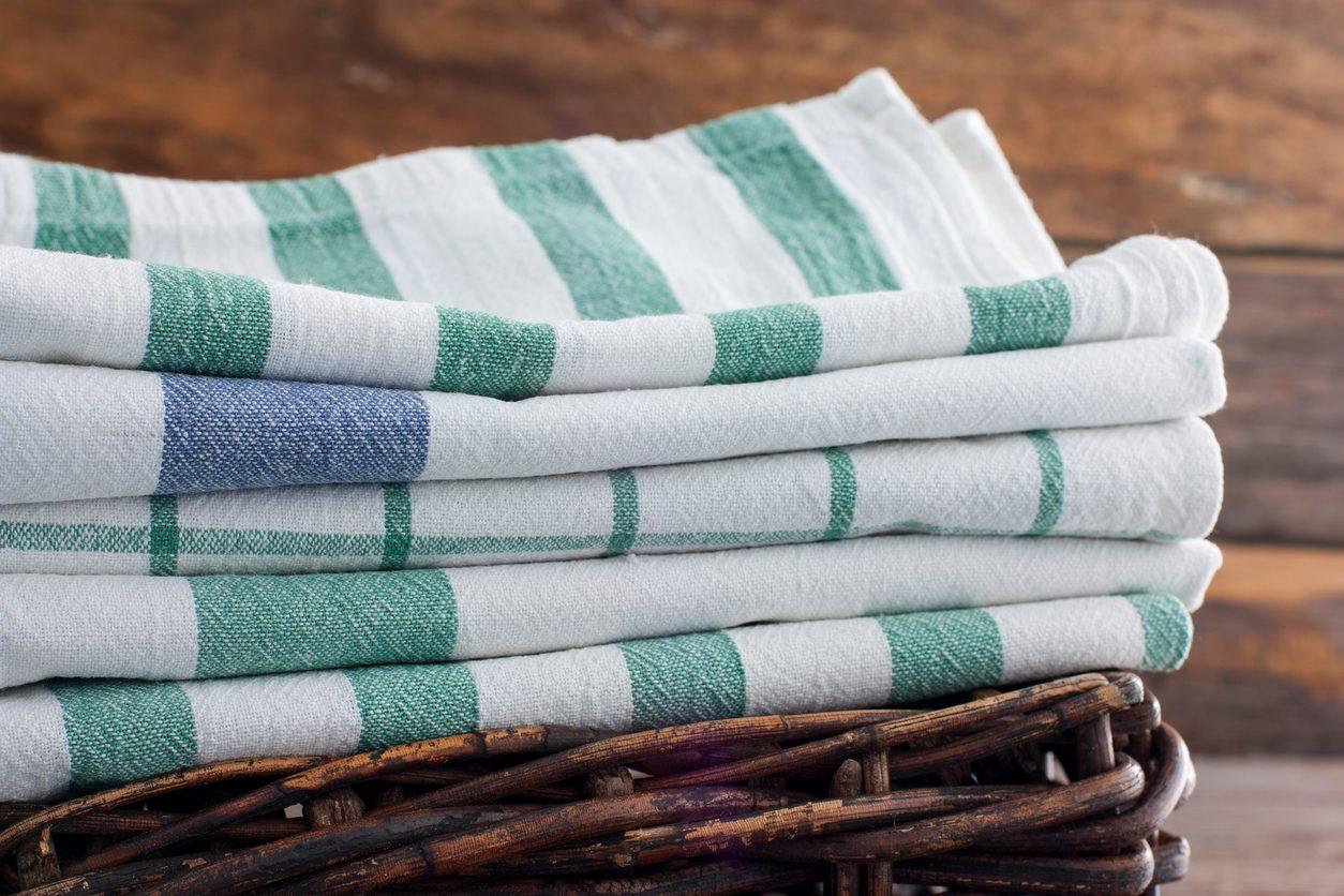 Igienizzare gli strofinacci da cucina: consigli per pulirli e farli durare a lungo