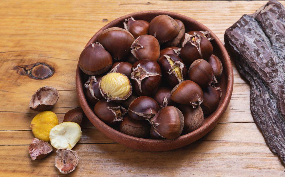 Come sbucciare facilmente le castagne: 4 metodi per farlo senza rovinarle
