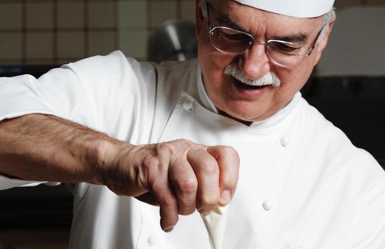 """""""Chiudo per solidarietà"""", il bellissimo gesto di uno dei più bravi pasticcieri d'Italia"""