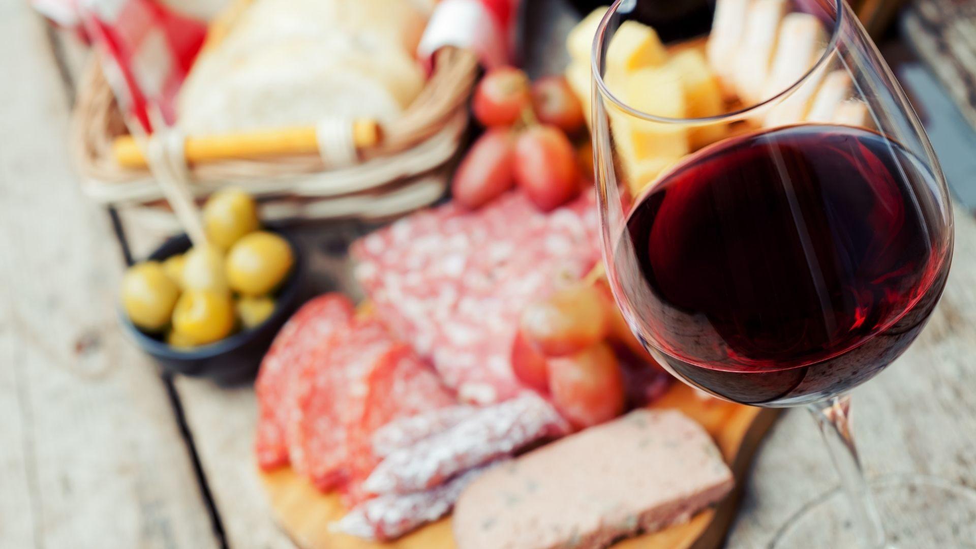 Cos'è il vino novello e perché è differente dal Beaujolais nouveau