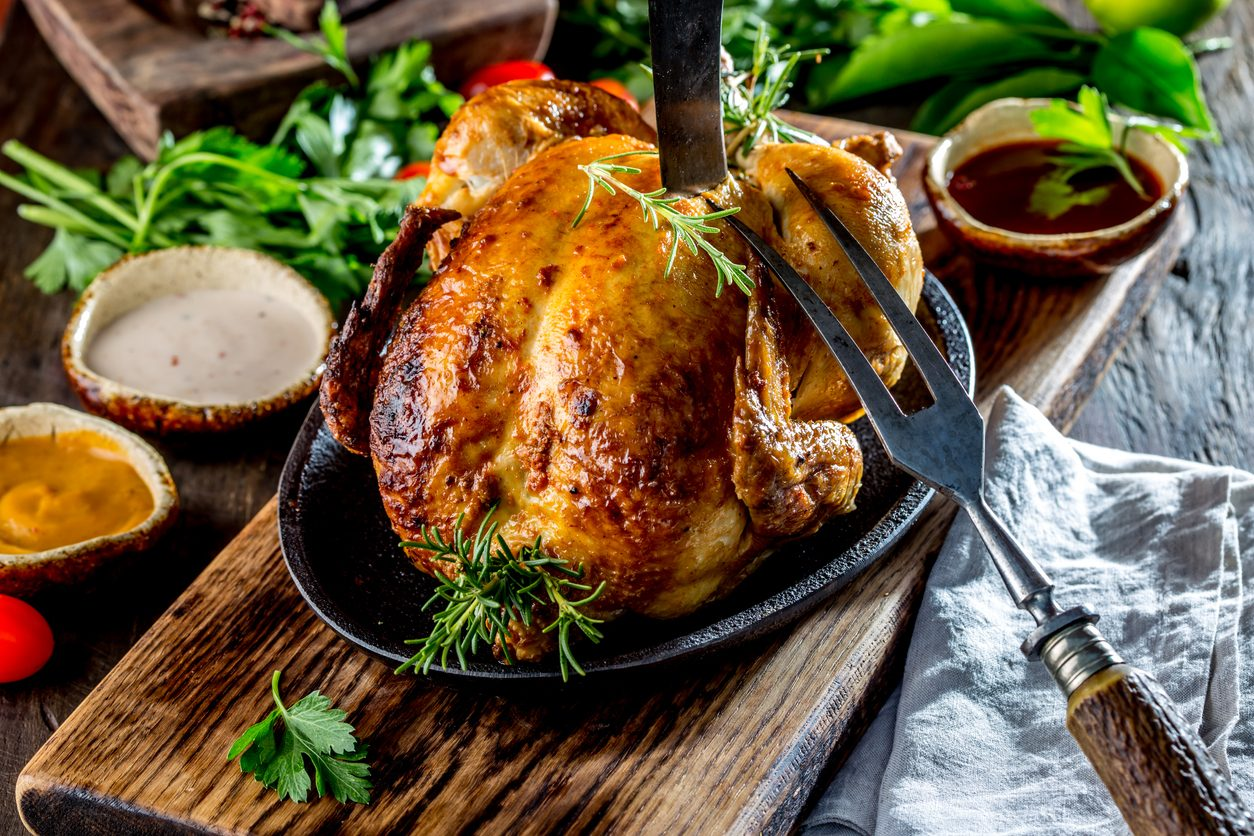 Cucinare il pollo arrosto: trucchi e consigli per prepararlo succulento e invitante