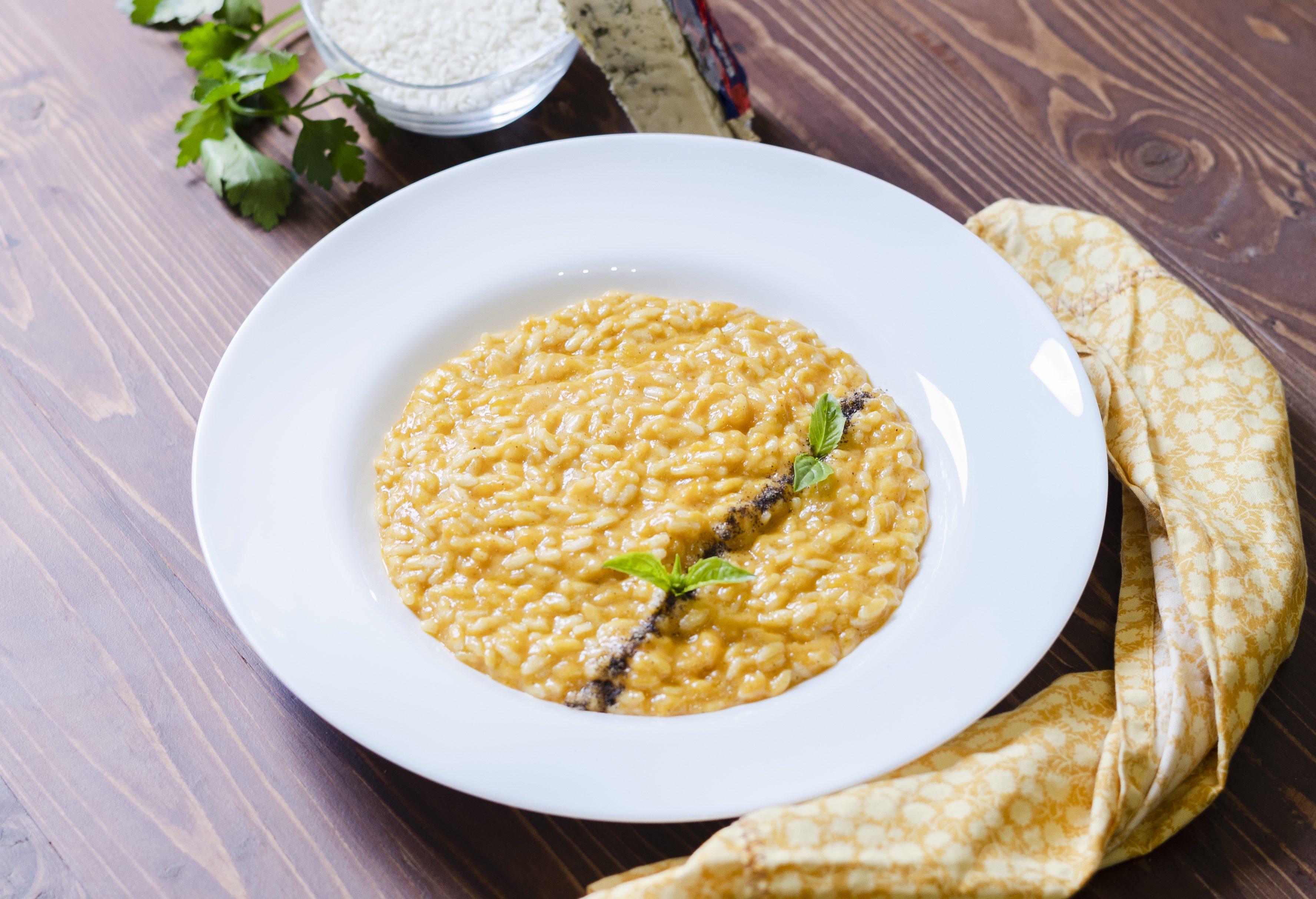 Risotto zucca e gorgonzola: la ricetta del primo piatto cremoso e saporito