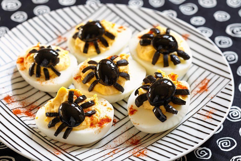 Uova ripiene di Halloween: la ricetta dell'antipasto sfizioso e originale