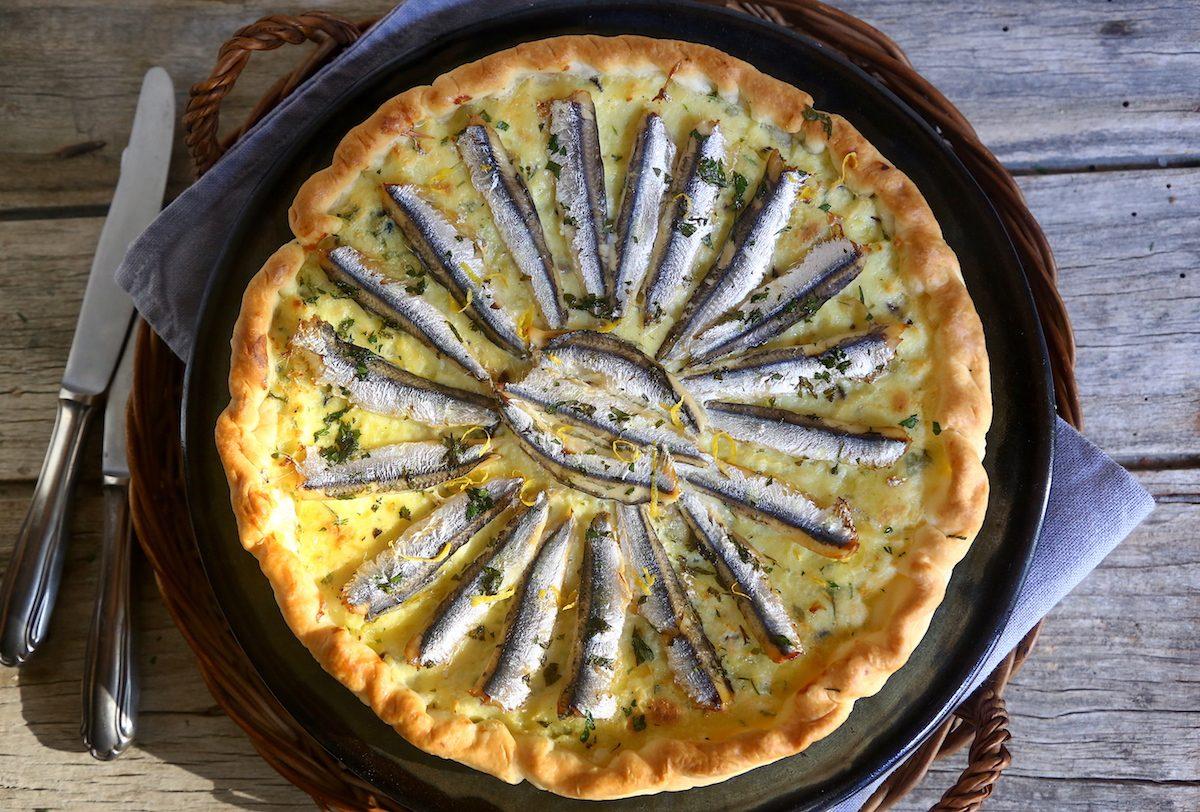 Torta salata con ricotta e alici: la ricetta del rustico morbido e saporito