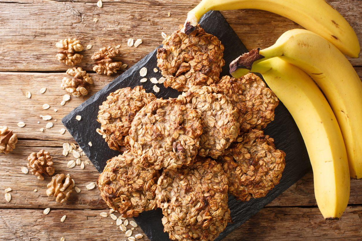 Biscotti avena e banana: la ricetta dei dolcetti light facili e velocissimi