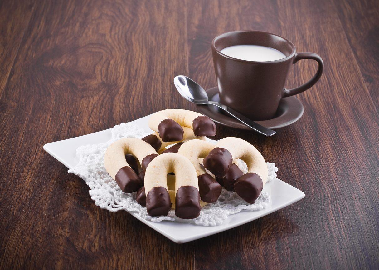 Biscotti ferro di cavallo: la ricetta dei frollini morbidi tipici della pasticceria secca