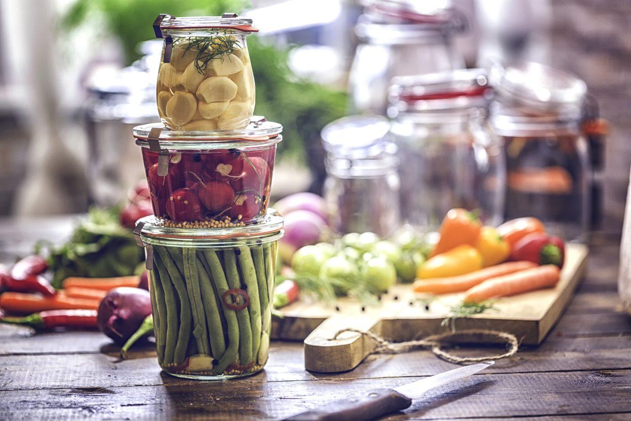 Conserve fatte in casa: cos'è il botulino e come evitare il rischio contaminazione