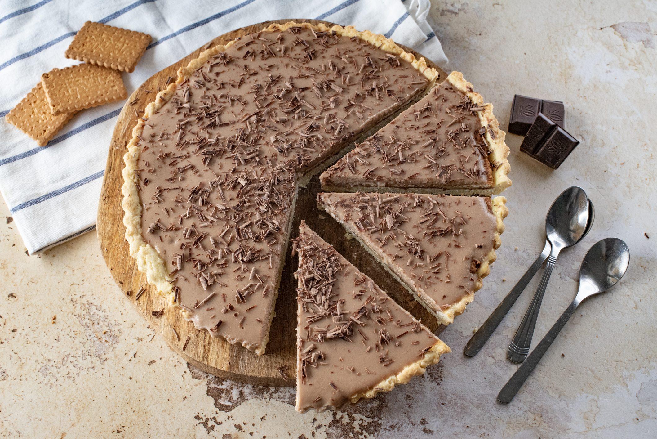 Crostata con crema pasticciera e cioccolato: la ricetta del dolce goloso e sorprendente