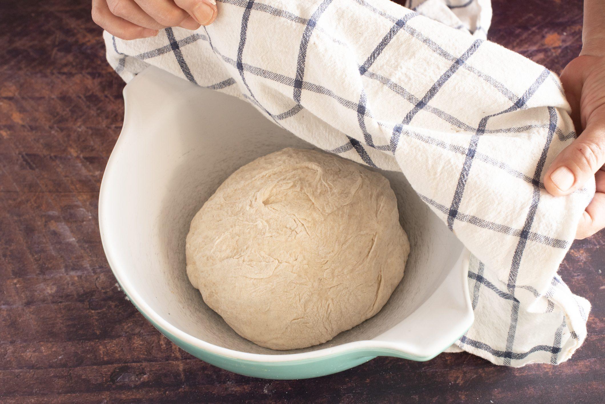 Focaccia con cime di rapa, scamorza e salsiccia