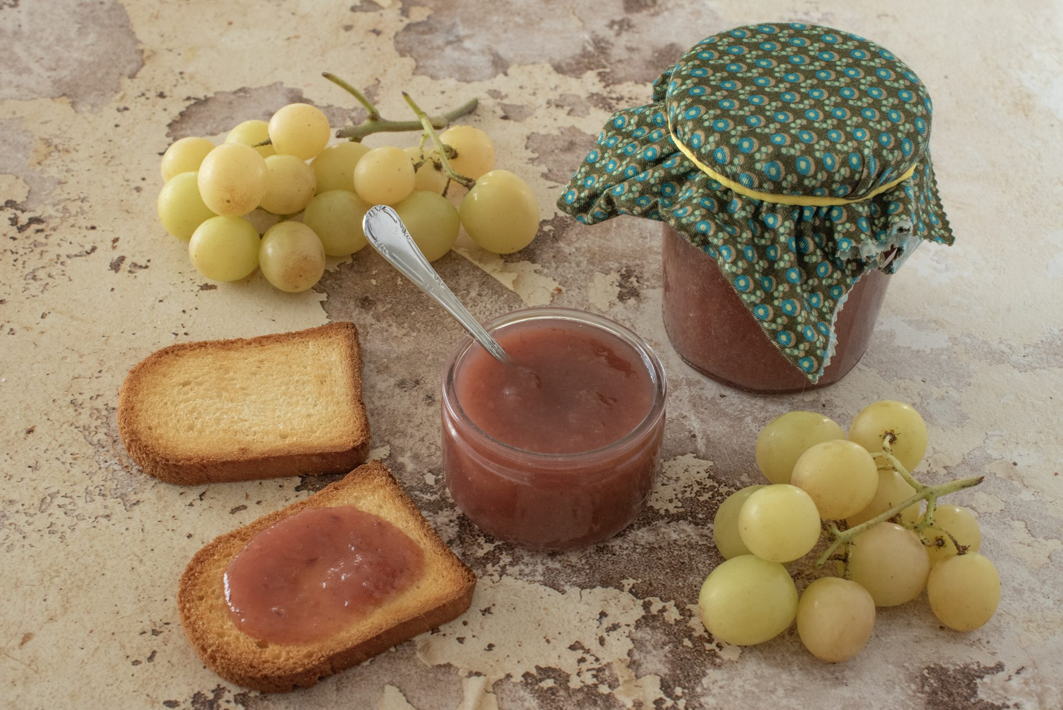 Marmellata di uva: la ricetta della conserva casalinga semplice e genuina